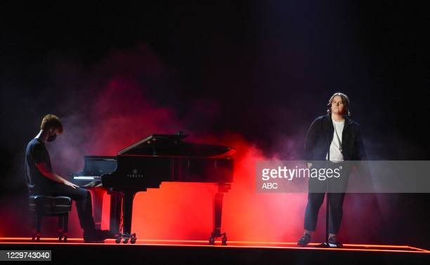 """The 2020 American Music Awards"""", hosted by Taraji P. Henson aired from the Microsoft Theater in Los Angeles, SUNDAY, NOV. 22 , on ABC. LEWIS CAPALDI"""