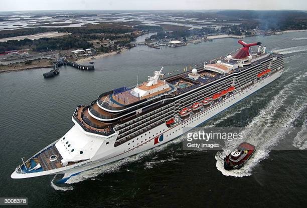 The 2124passenger Carnival Miracle sails up the St John's River after a transAtlantic voyage from its Finnish shipyard February 23 2004 in...