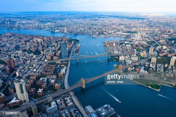 ザ 3 ブリッジズ & イースト リバー - ニューヨーク - アッパーイーストサイドマンハッタン ストックフォトと画像