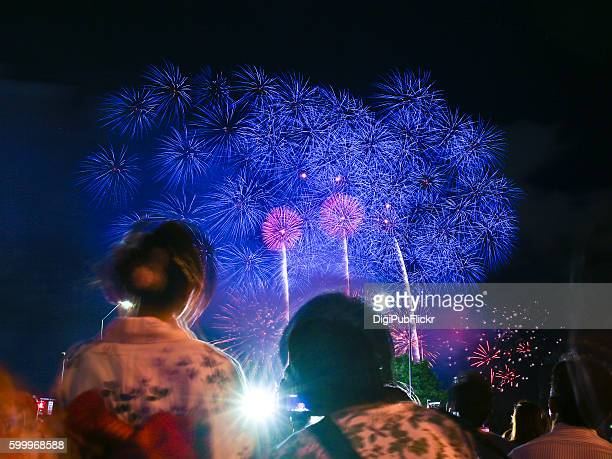 the 31st kanagawa shimbun fireworks festival (2016) - kanagawa prefecture stock pictures, royalty-free photos & images
