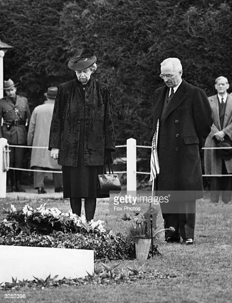 The 33rd President of the United States Harry S Truman places a wreath of white gladioli on the grave of the 32nd President Franklin Delano Roosevelt...