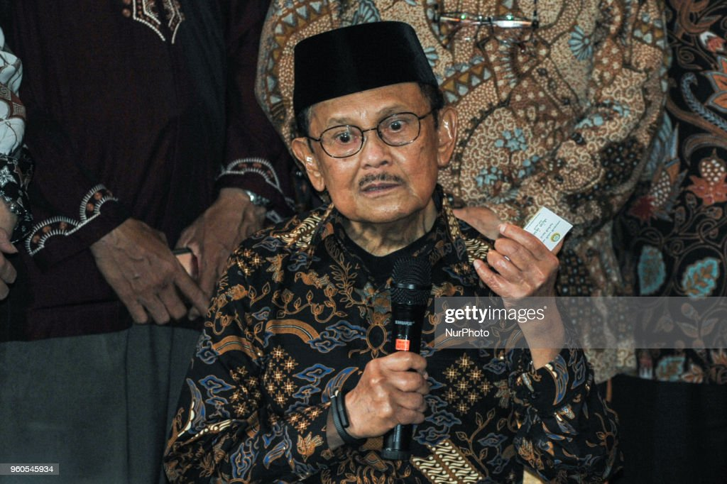 Former PM of Malaysia and the 3rd Indonesian President meets to celebrate 20 years of Reformation