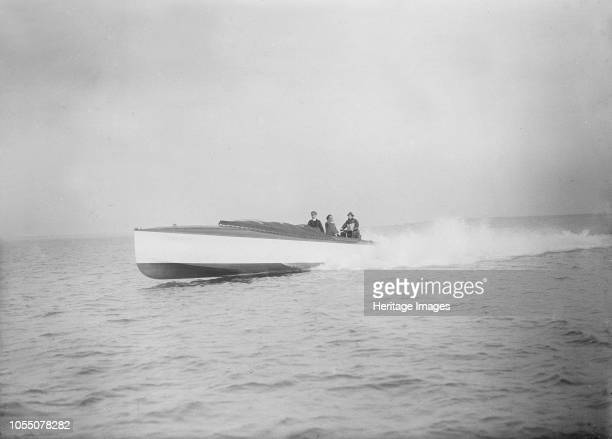 The 40 ft hydroplane 'Pioneer' under way 'Pioneer' was an English boat owned by the Duke of Westminster and challenged America for possession of the...