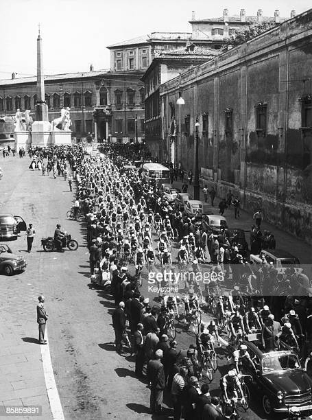 The 43rd Giro d'Italia starts off from the Palazzo del Quirinale in Rome 19th May 1960