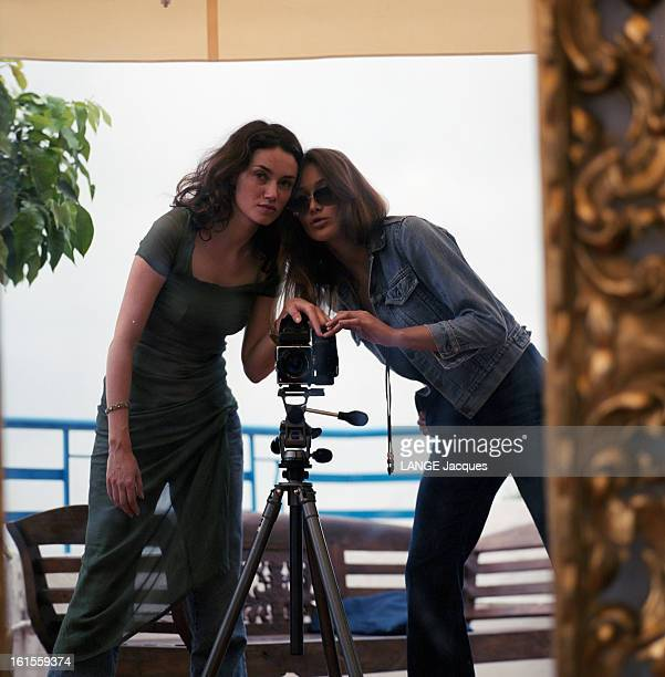The 53rd Cannes Film Festival 2000 Reflections Of Cannes The Stars Make Their Self Portrait In A Mirror At The Hotel Martinez Le 53ème Festival de...