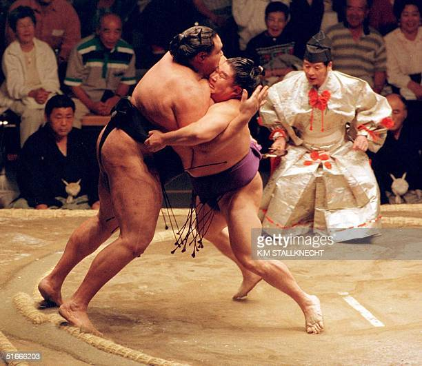 The 66th Yokozuna Masaru Wakanohana of the East Ozeki competes against Taro Akebono at the Sumo Basho 06 June in Vancouver It was the first time...