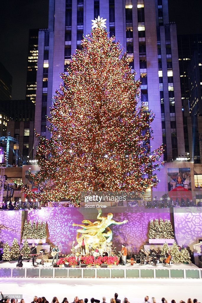 The 74th annual Rockefeller Center tree lighting ceremony takes place November 29 2006 in New & Fotos e imagens de 74th Annual Rockefeller Center Christmas Tree ... azcodes.com