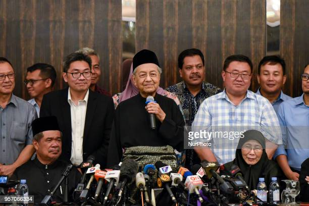 The 7th Malaysian Prime Minister and opposition candidate Mahathir Mohamad deliver a speech during the press conference on May 10 2018 in Kuala...