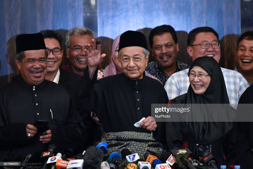 The 7th Malaysian Prime Minister and opposition candidate Mahathir Mohamad (92,C) waves to the media during a press conference on May 10, 2018 in Kuala Lumpur, Malaysia. Mahathir Mohamad was sworn in on May 10 as the world's oldest elected leader after a stunning election win that swept Malaysia's establishment from power after more than six decades.