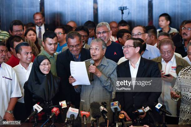The 7th Prime Minister of Malaysia Mahathir Mohamad shows endorsed a letter during a press conference on May 10 2018 in Kuala Lumpur Malaysia...
