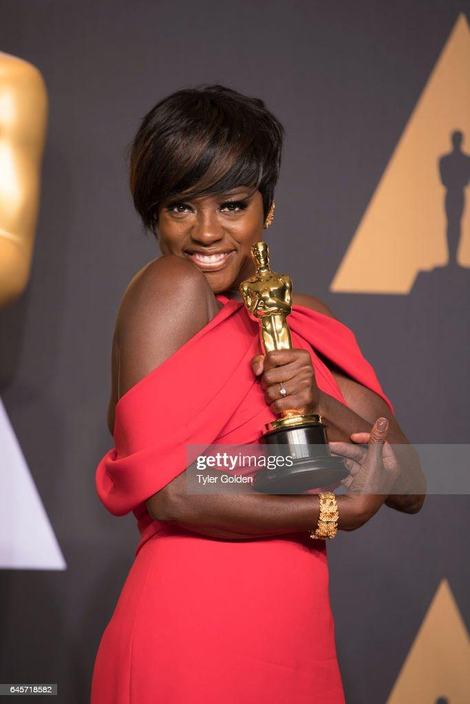 THE OSCARS(r) - The 89th Oscars(r) broadcasts live on Oscar(r) SUNDAY, FEBRUARY 26, 2017, on the ABC Television Network. DAVIS
