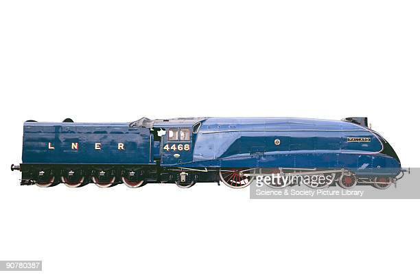 The A4 Pacific class 'Mallard' was designed by Sir Nigel Gresley the chief engineer of the London North Eastern Railway On Sunday 3 July 1938 the 462...