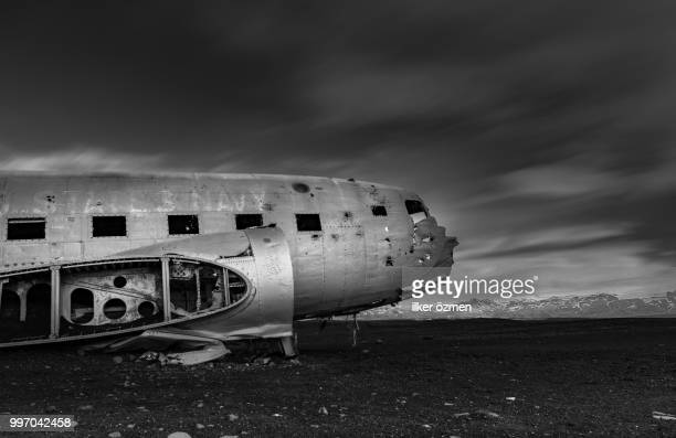 the abandoned plane / iceland - airplane crash stock pictures, royalty-free photos & images