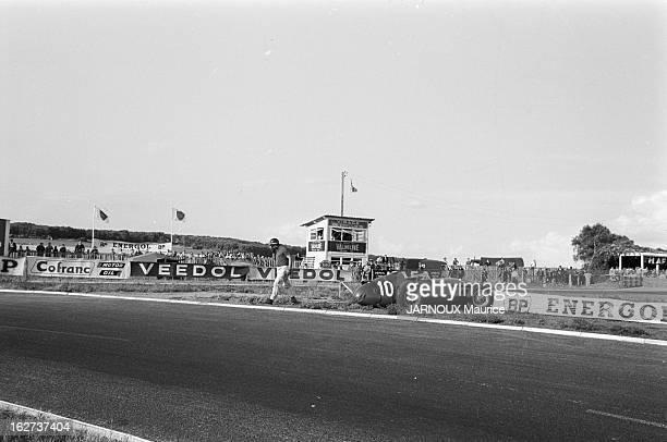 The Acf Automobile Grand Prix Of France In Reims In 1957 Juan Manuel FANGIO Le coureur argentin Juan Manuel FANGIO dans les stands avec son épouse...