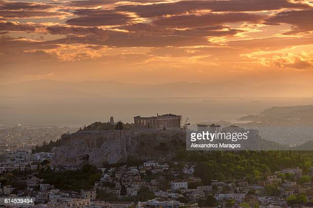 the acropolis of athens at sunset - isla de antigua fotografías e imágenes de stock