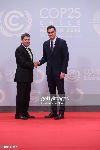 The acting president of the Government, Pedro Sanchez , greets to the president of Honduras, Juan Orlando Hernandez , during the first day of the...