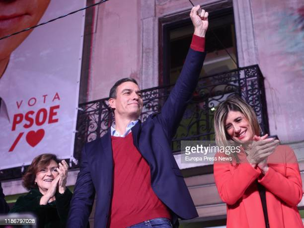 The acting vice president of the Government Carmen Calvo the candidate of PSOE to the presidency of the Government Pedro Sanchez and his wife Begoña...
