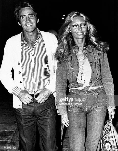 The actor and comic Walter Chiari walks with his wife the singer and actress Alida Chelli Milan 1972