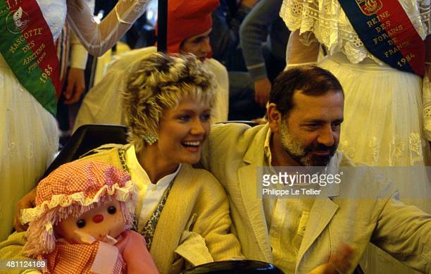 The actor and director Jean Yanne with his wife Mimi Coutelier to the Foire du Trone Paris France 1988