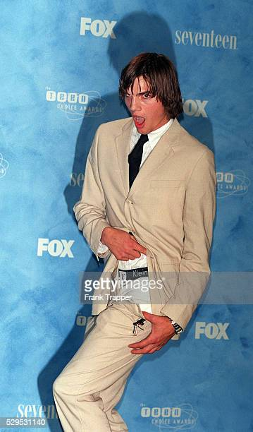 The Actor Ashton Kutcher Shows His Calvin Klein Underwear To The