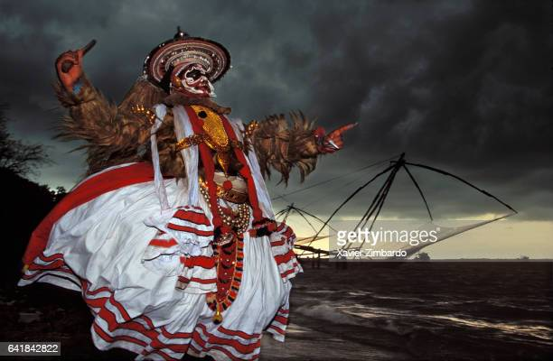 The actor Manikathan playing Kathakali religious theatre during a rehearsal with Chinese fishing nets in the background on April 10 1995 in Cochin...