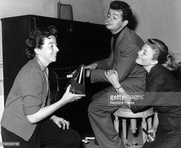 The actors Marthe MERCADIER Serge REGGIANI and Nicole COURCEL in Parisian Bouffes theatre for the plan TRESOR adapted by Jean MASSON from DOUGLAS'...