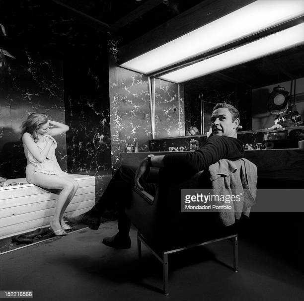 The actors Sean Connery and Luciana Paluzzi take a break during the shooting of the bathtub scene from Thunderball fourth episode of secret agent...