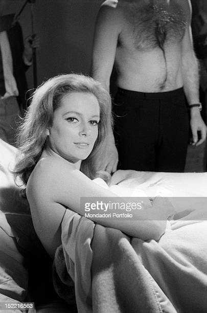 The actress Luciana Paluzzi in bed during the preparation of a hot scene with Sean Connery from Thunderball, fourth episode of secret agent 007's...