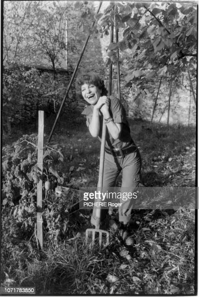 the actress Maria Pacome is photographed for Paris Match at home on 1977 in Ballainvilliers France