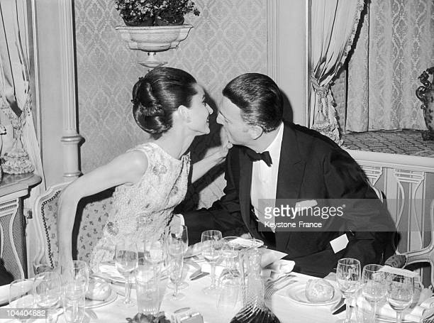 The actress starring MY FAIR LADY Audrey HEPBURN kissing the French fashion designer and perfumer Hubert de GIVENCHY at the gala diner of the Petits...