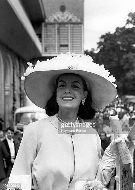 The Actress Wearing A Cartier Hat At The Racetrack Of Chantilly