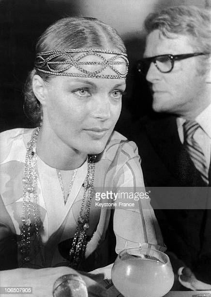 The Actress Wearing Hippy Clothes And Her Husband On The Aperitif At The End Of The Shooting Of The Things Of Life