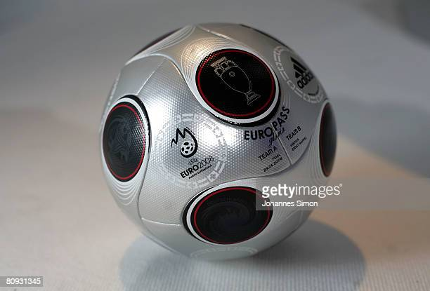 inyectar Disfraz Punto muerto  49 Adidas Launch Europass Ball For The Uefa Euro 2008 Final Photos and  Premium High Res Pictures - Getty Images
