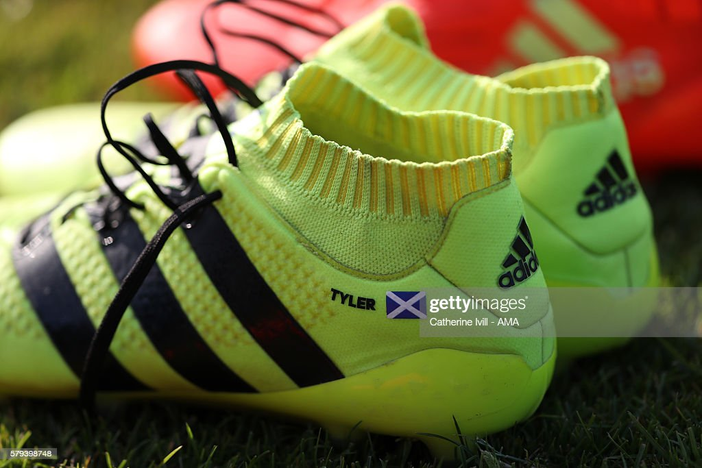 4c41101e4 The Adidas boots of Darren Fletcher of West Bromwich Albion with the ...
