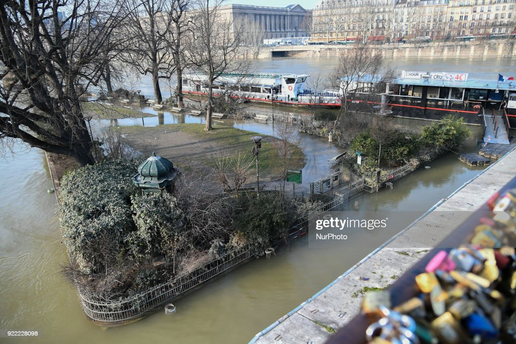 The Administrative Court of Paris has decided to cancel the closure of the flooded banks of the Seine : News Photo