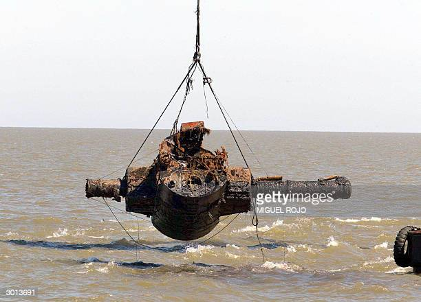 The Admiral Graf Spee's rangefinder is raised from seabed 25 February 2004 some 4 nautical miles from the port of Montevideo Uruguay An expedition...