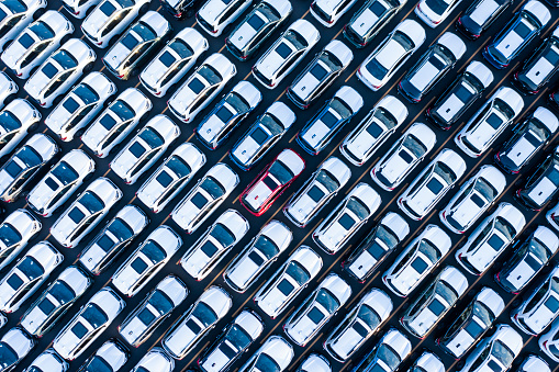 The aerial photograph of the outdoor warehouse of the new car. - gettyimageskorea