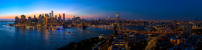 The aerial scenic panoramic view to Manhattan Downtown from Brooklyn Heights over the East River at the sunset. 1017143740