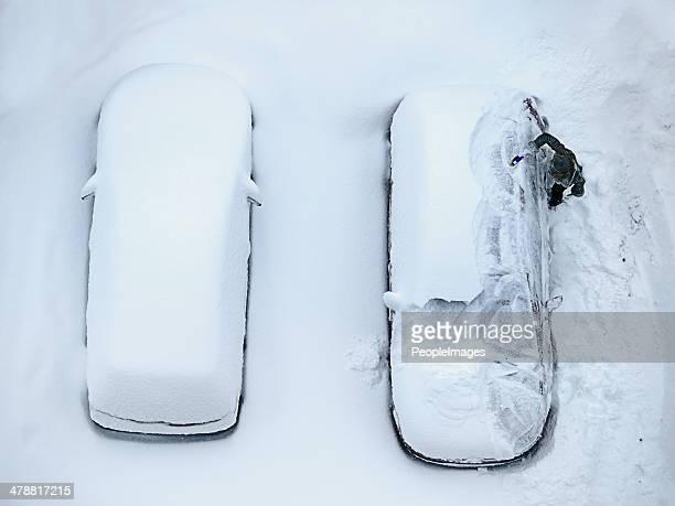 die folgen der todeslager der schneesturm - schneebedeckt stock-fotos und bilder