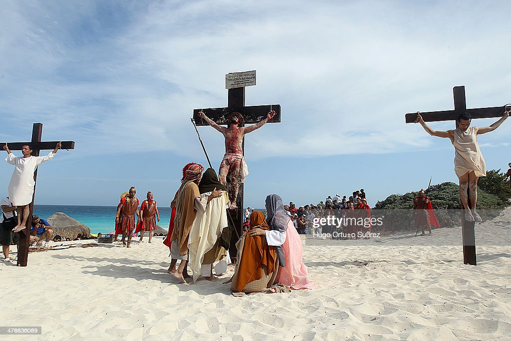 Performed Christ's Passion on the beach - Mexico : News Photo