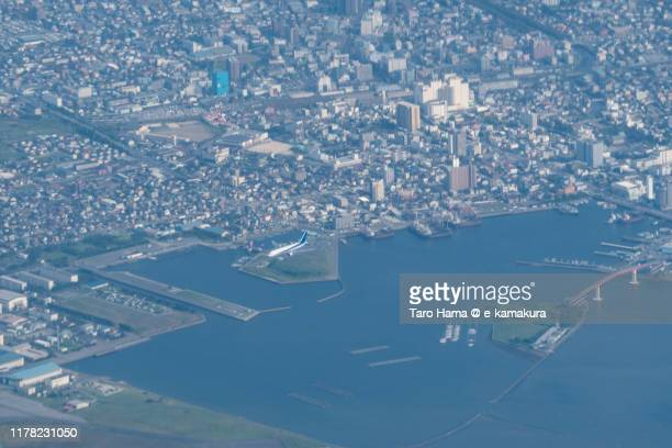 the airplane flying on tokyo bay and kisarazu city in chiba prefecture of japan daytime aerial view from airplane - chiba city fotografías e imágenes de stock