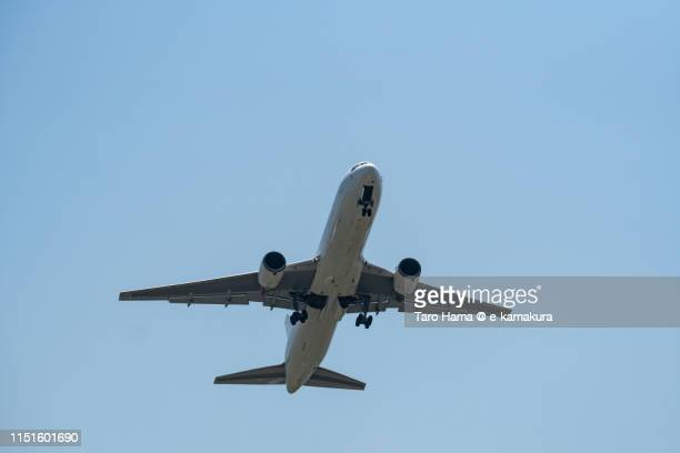 the airplane taking off oska international airport itami in japan - 大阪国際空港 ストックフォトと画像