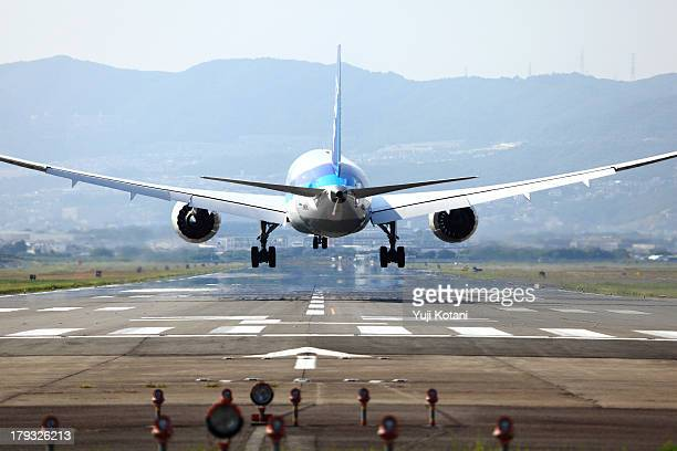 The airplane which is going to land