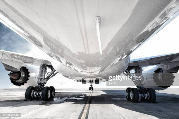 the airport is loading the plane with supplies - 航空宇宙産業 ストックフォトと画像