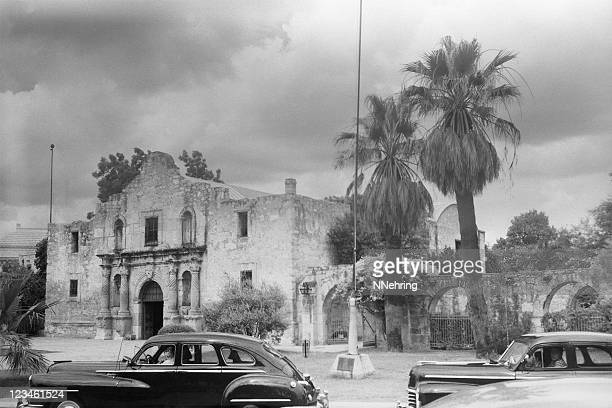 the alamo, san antonio, texas 1949, retro - san antonio texas stock photos and pictures