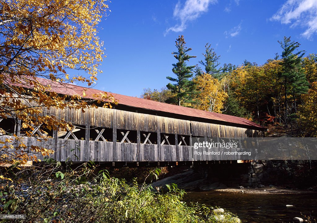 The Albany covered bridge across a river, White Mountains National Forest, New Hampshire, New England, USA : Stockfoto