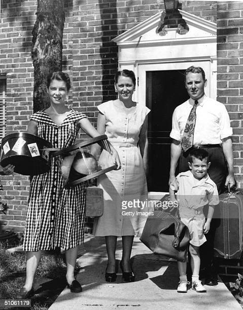 The Albert Gore Family Baggage In Hand Leaves Their Temporary Home At Skyline Apartments In Tennessee November 5 2000 To Go On A Trip From Left Nancy...