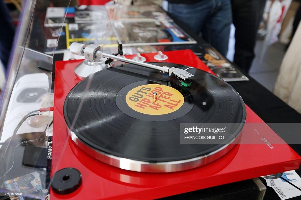 FRANCE-MUSIC-DISTRIBUTION-VINYL-RECORDS : News Photo
