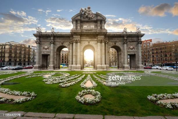 the alcala door (puerta de alcala) is a one of the ancient doors of the city of madrid, spain. - famous place stock-fotos und bilder