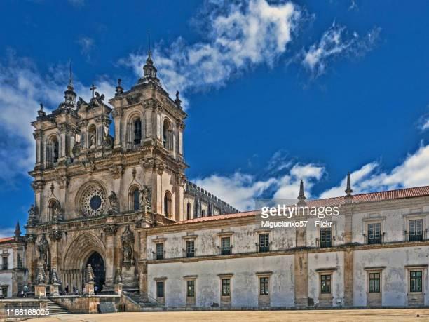 the alcobaça monastery, portugal - leiria photos et images de collection